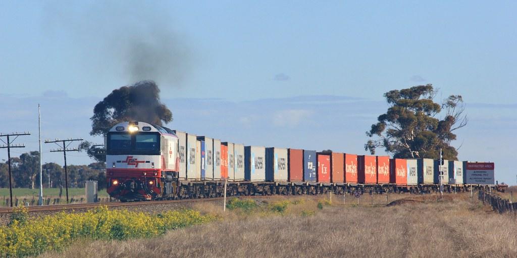 CSR004 pulls out onto the mainline from the Dooen International Freight Terminal by bukk05