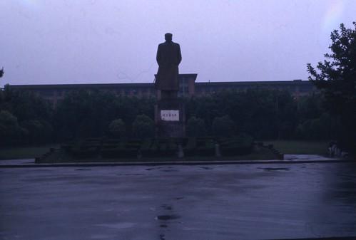 Fudan Mao statue 1976