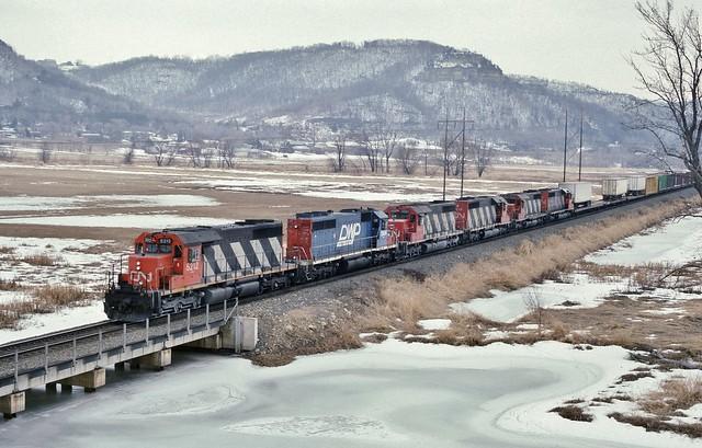 CN 5212 West in La Crosse,Wisconsin on March 21, 1993.