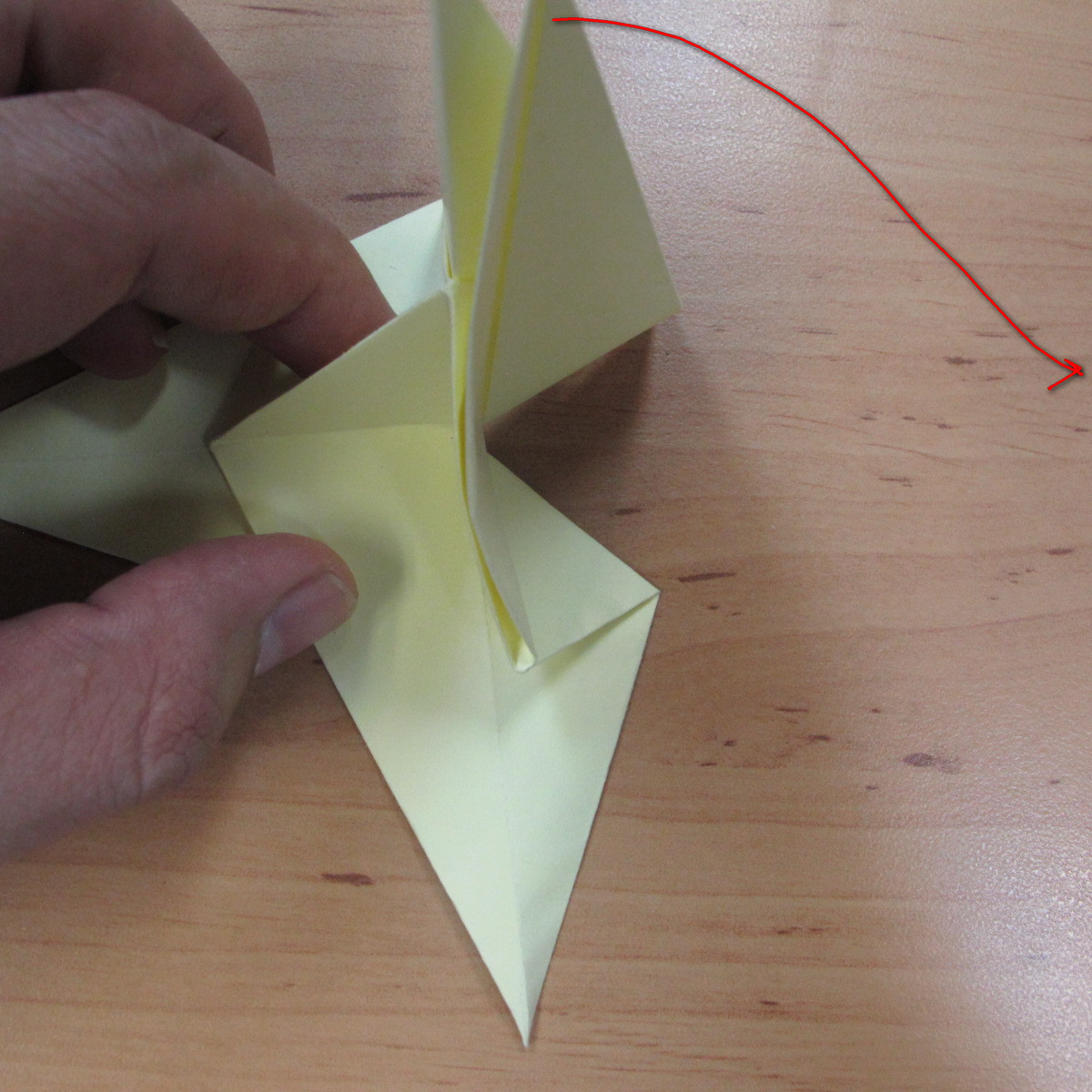 วิธีพับกระดาษเป็นดอกกุหลายแบบเกลียว 024