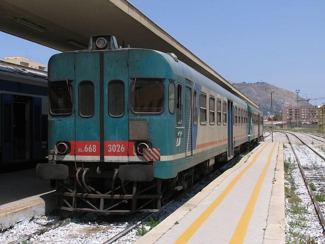 ALn 668 3026 en ALn 668 3009 op station Trapani op 2-6-2008