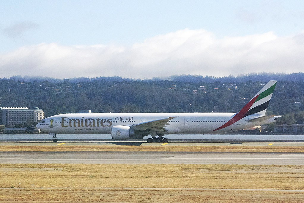 Boeing 777-300, Emirates, SFO taxiway to 28L. A6-EGI .  em_DSC_0409_773