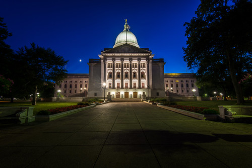 blue building wisconsin night nikon long exposure state capitol madison hour nikkor wi f4 d600 1635mm