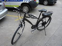 En la imagen se puede ver la nueva bicicleta eléctrica de la policía municipal