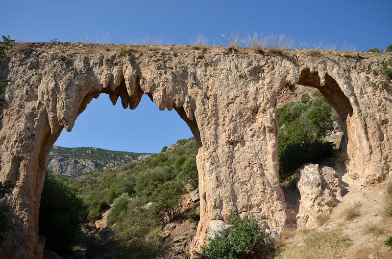Loukou: Roman aqueduct bridge 25, looking SW