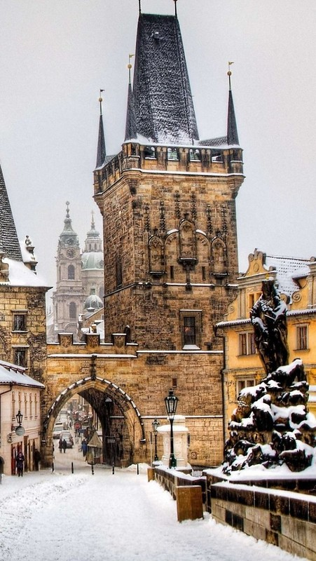 prague_czech_republic_winter_buildings_people_59243_640x1136