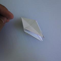วิธีพับกระดาษเป็นรูปดอกลิลลี่ 017