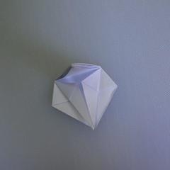 วิธีพับกระดาษเป็นรูปดอกลิลลี่ 012
