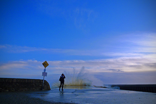 waves photographer catching wexford crashing courtown