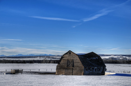 barn abandoned old forgotten expanse view bigsky canada derelict rockies rockymountains mountainview nikon d300 sigma 18200 sundre
