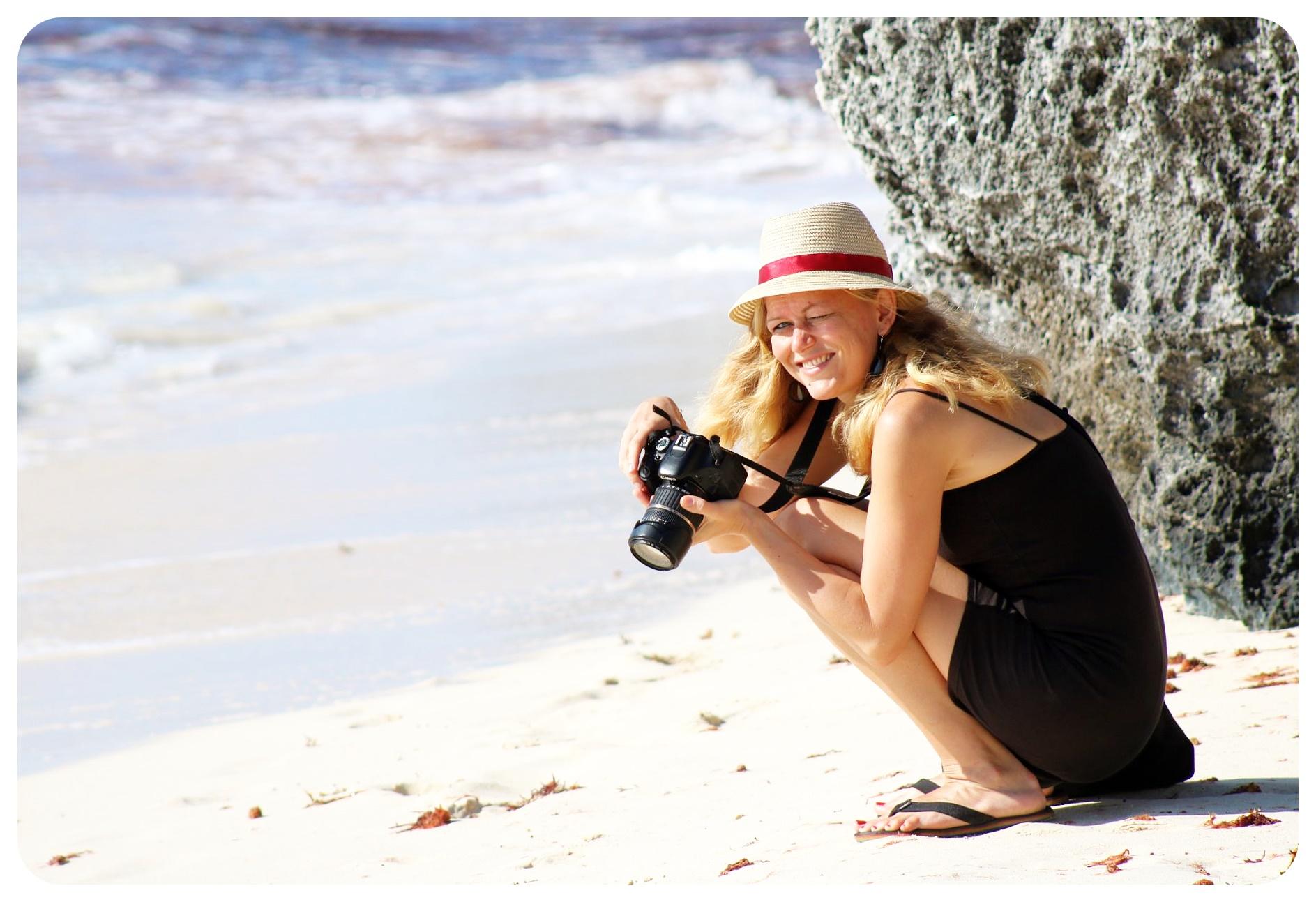 dani photographing