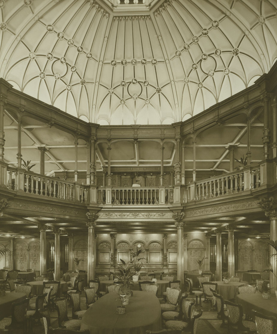 Dining saloon on the ocean liner 'Mauretania'