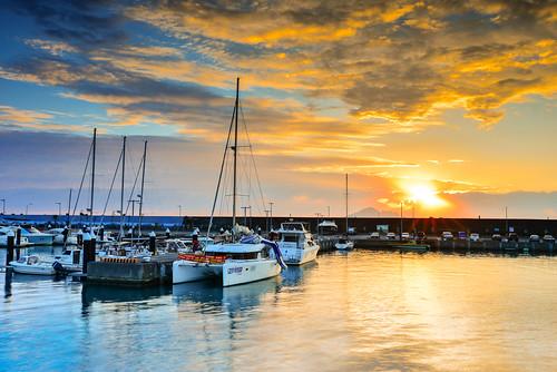 yilan taiwan toucheng wushiport sun sunlight sunrise dawn sailboat northeastcoast scenery outdoors cloud sky 台灣 宜蘭 頭城鎮 烏石漁港 晨曦 日出 陽光 風帆船 映射 reflection
