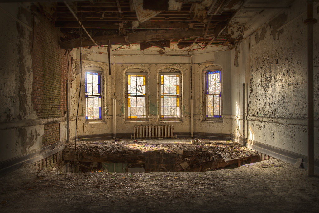 Room at Abandoned Psychiatric Hospital | There is beautiful