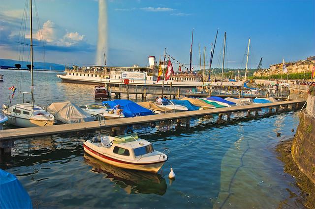Rolling boats.Lake Parade 2013. Genève. Switzerland.No.6261.