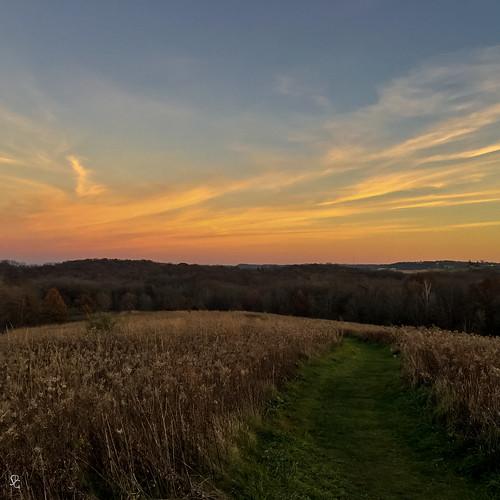 square dusk sundown sunset minesofspain dubuque iowa pathway