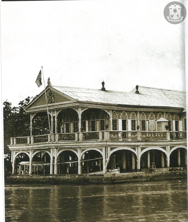 The American flag was hoisted over Malacañan Palace
