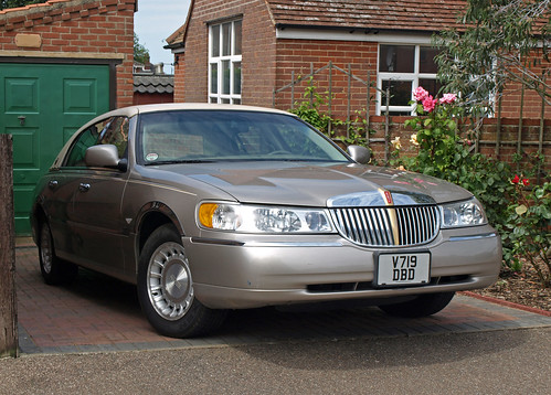 2000 Lincoln Town Car 4.6   by Spottedlaurel