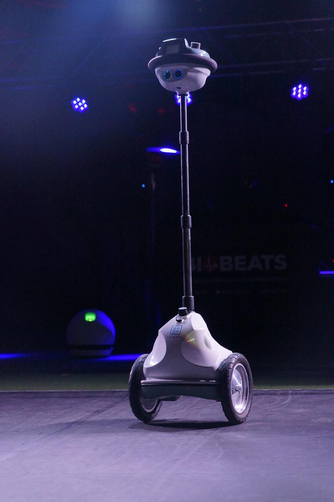 Living in Digital Times 2014 Robotics on the Runway 47