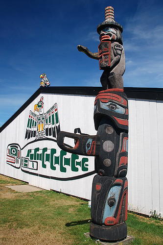 Totem Pole and Carvings at I-Hos Gallery, Courtenay, Vancouver Island, British Columbia