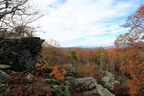 photosbymch landscape fallcolors autumn rocks leaves trees bluesky ravenrocksoverlook blueridgeparkway northcarolina usa canon 5dmkiii 2016 mountains outdoors appalachianmountains
