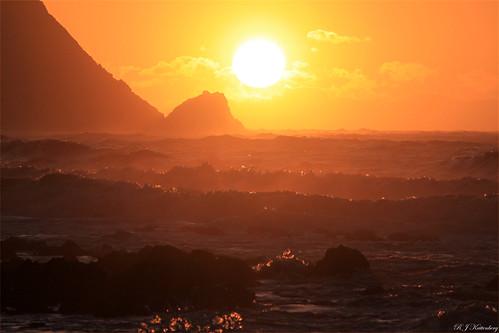 sunset sea newzealand sky cloud colour weather silhouette rock canon coast rocks superb wind cook wave wellington northisland simply aotearoa strait paekakariki 500d