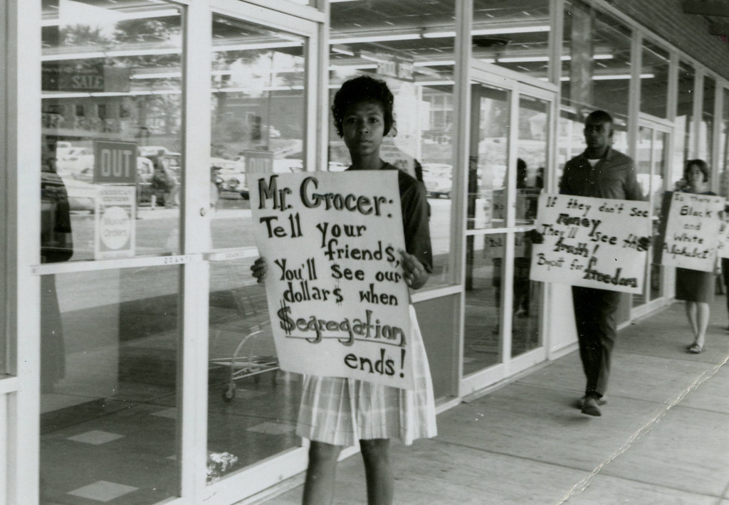 Protesters at Grants, Farmville Shopping Center, August 1963