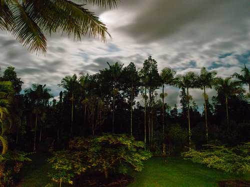 moon night clouds hawaii bedandbreakfast puna halemoana