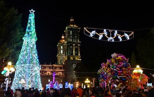 Zócalo de la Ciudad de Puebla, contemplando la bella ilumiación.