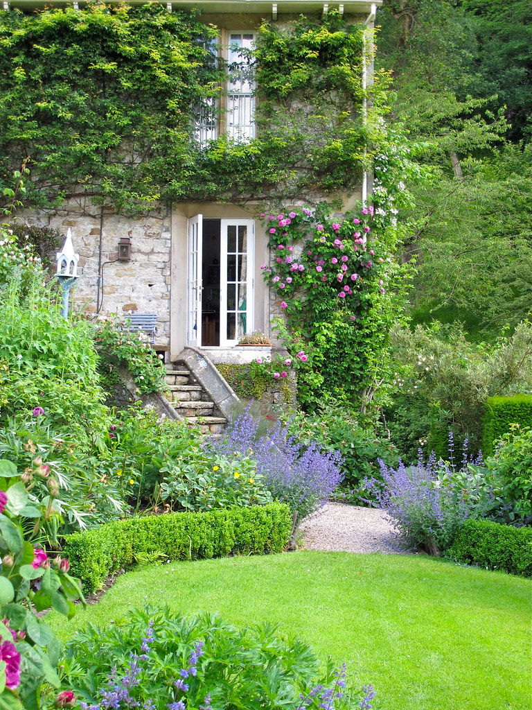 Lancaster Garden Walk: Gresgarth Hall
