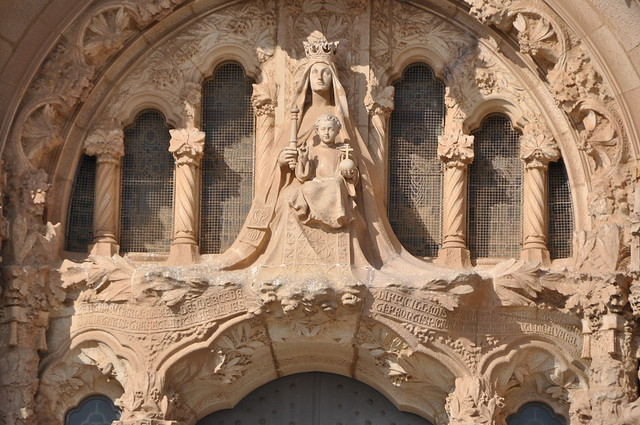 Barcelona (Tibidabo). Basilica of the Sacred Heart of Jesus. Our Lady of Mercy on the portal of the lower church. 1904-1909. Alfons Juyol and Eusebi Arnau, sculptors. Enric Sagnier, architect.