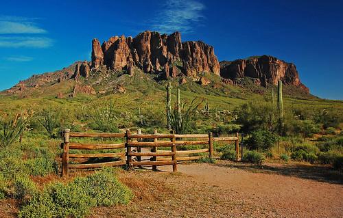 arizona mountains desert apachetrail sonoradesert superstitionmountains apachejunction maricopacounty tontonationalforest lostdutchmanstatepark pinalcounty theflatiron treasurelooptrail