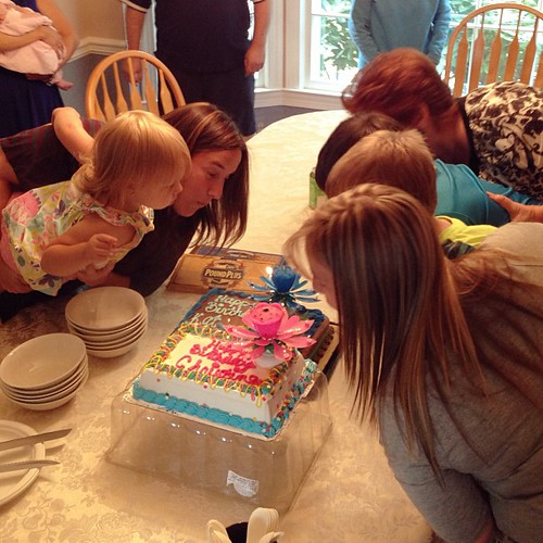The twins never miss an opportunity to grab an unsuspecting and confused child and force them to blow out birthday candles with them. #happybirthdayviejis HAHAHAHA