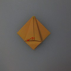 วิธีพับกระดาษเป็นดอกทิวลิป 013