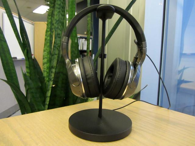 W_headphones_1