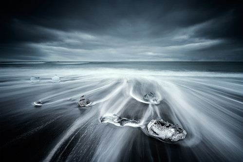 light seascape motion black ice beach diamonds iceland cool sand crystal nikkor volcanic icebergs drifting jökulsárlón d800 1424 cresende lucroit