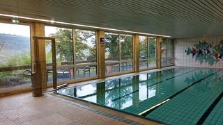 Schwimmbad Jugendherberge Oberwesel mit Terrasse | by Frank Hamm