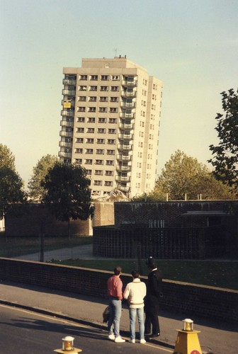 1985 – Failed planned explosive demolition in Hackney - 1