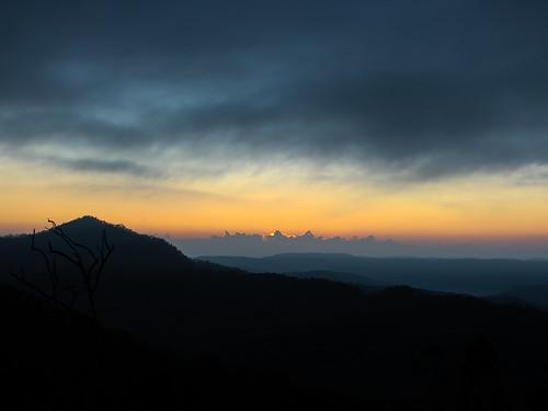 prestonpeak toowoomba ecoridgehideaway sunrise fog crittercanon