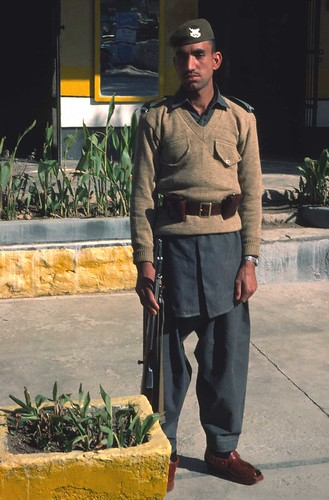 pakistan mountain afghanistan soldier rifle guard pass 1976 khyber twtmesh090804