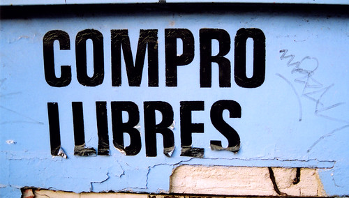 Compro llibres   by Gerard Girbes