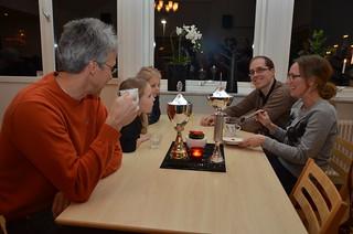SYBB 2014-01-04 - Familjen Törefors underhålls av Hasse Wickström.