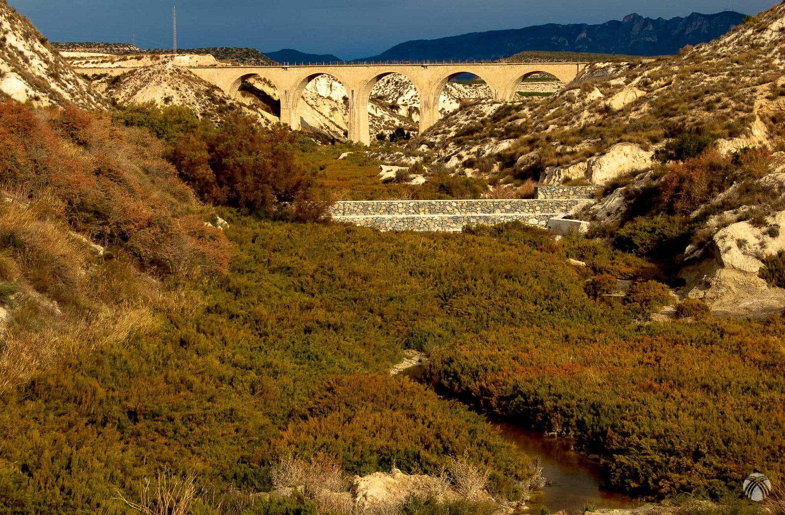 Viaducto cerca de Campos del Río