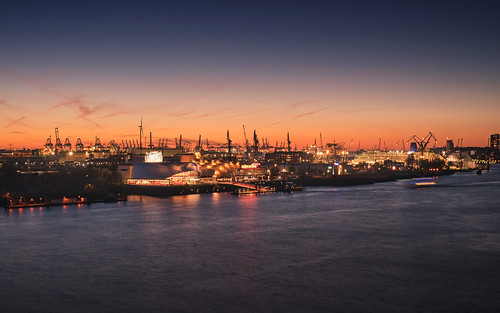 sunset water germany musical outdoor bluesky lights wundervonbern hamburg bluehour königderlöwen elbe ships architecture elbphilharmonie light cityscape harbour seaside