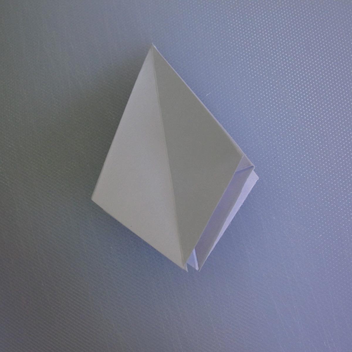 วิธีพับกระดาษเป็นรูปดอกลิลลี่ 010