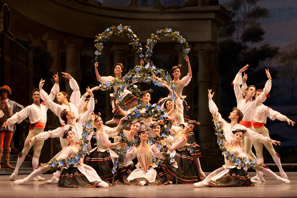 The Sleeping Beauty. Garland waltz, Act I. The Royal Ballet. 2011. ©ROH/Johan Persson