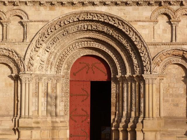 Portada románica en la catedral de Burdeos