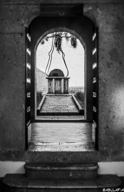 Oltre la porta / Beyond the door