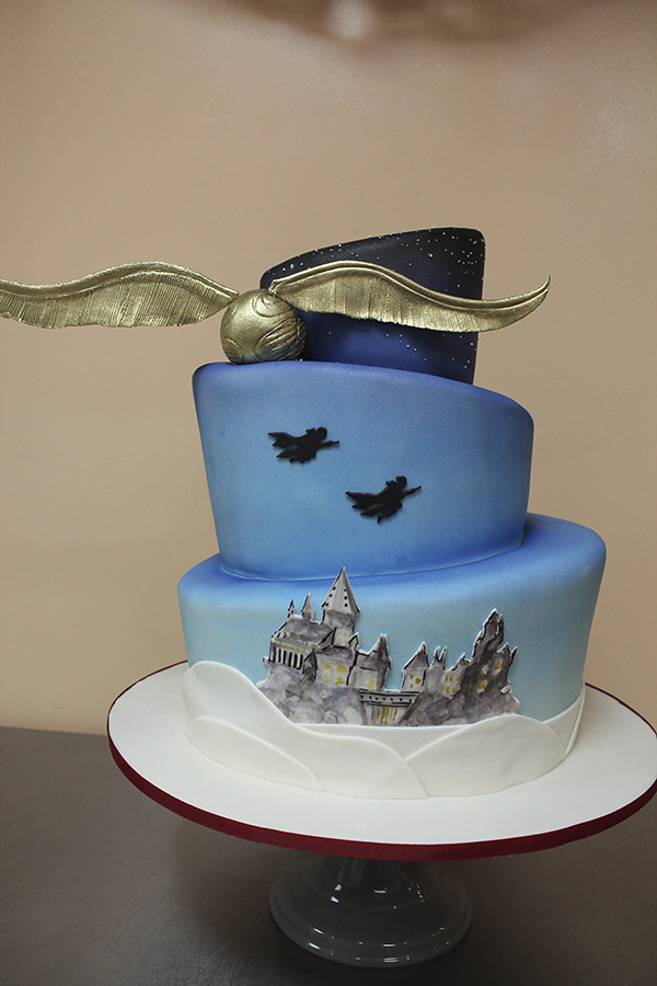 Harry Potter Wedding Cake.Harry Potter Wedding Cake Golden Snitch Harry Potter Top
