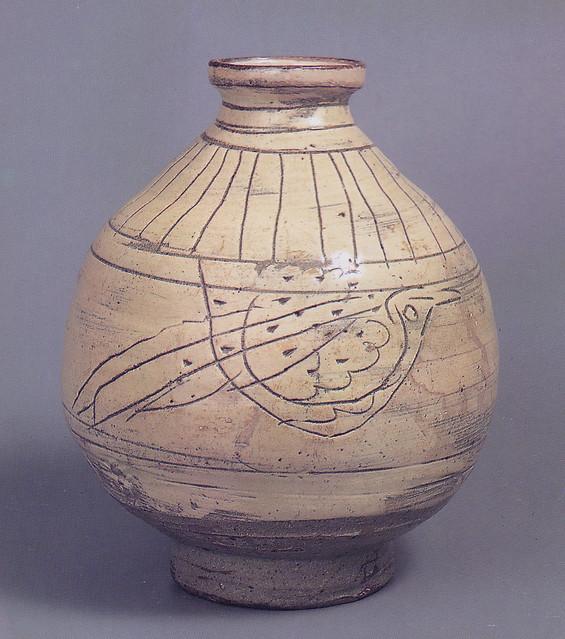 粉青沙器彫花鳥文瓶